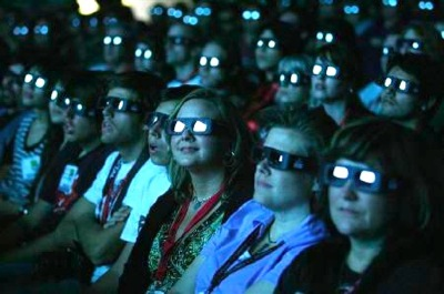 11429-visitors-wear-3d-glasses-as-they-watchpreview-of-avatar-in-san-diego-july-23-2009-the-groun
