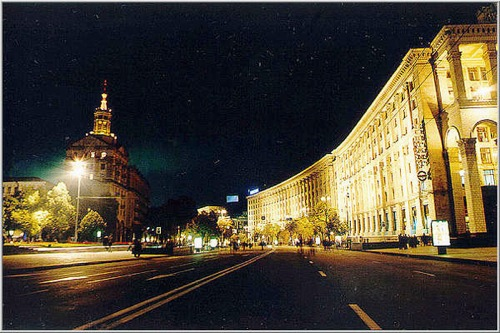 KievKhreschatyk_at_night1